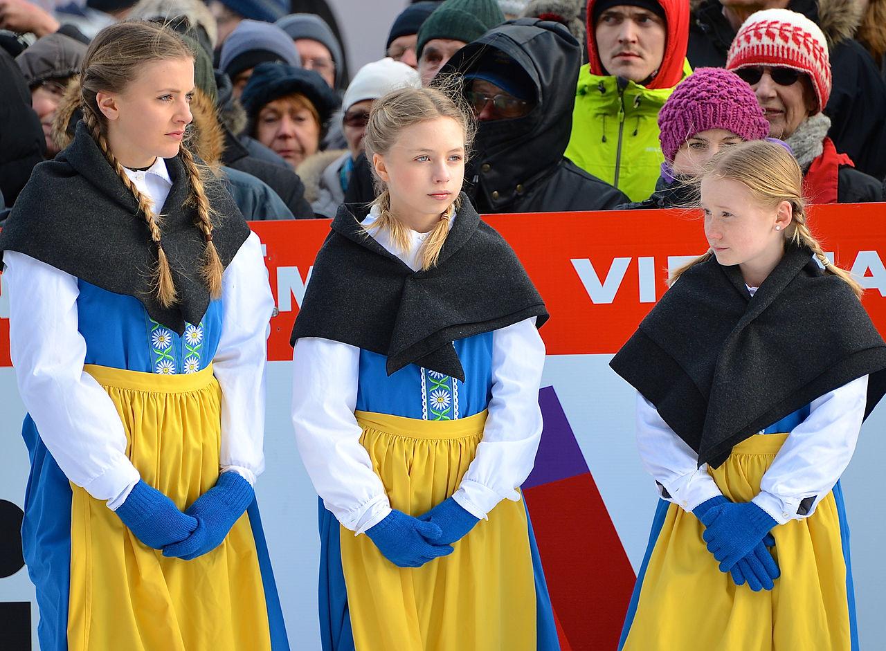 Три шведские девушки