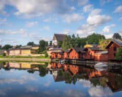 Кто лучше относился к финнам, когда они ими правили, русские или шведы?